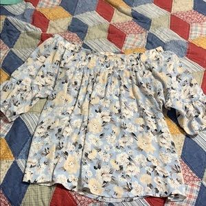 Adorable lightweight floral blouse